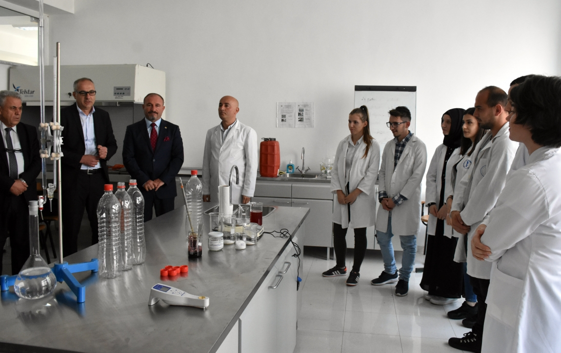 Universiteti i Tetovës i funksionalizon online të gjithë kapacitetet / Publikohet thirrja për punime shkencore