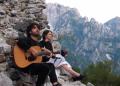 Bukuritë e Thethit kanë qenë prapavija idilike që kanë shoqëruar interpretimet poetike të aktores Ilire Vinca dhe përcjelljet me kitarë nga Vlashent Sata. E dhjetëra kilometra më në perëndim, Kalaja e Rozafës, në Shkodër, ka hapur dyert e saj për këngëtarë e bende nga Prishtina e Tirana.