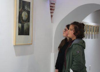"""Në Tetovë hapet ekspozita """"Shtigjet e qytetit tim"""""""