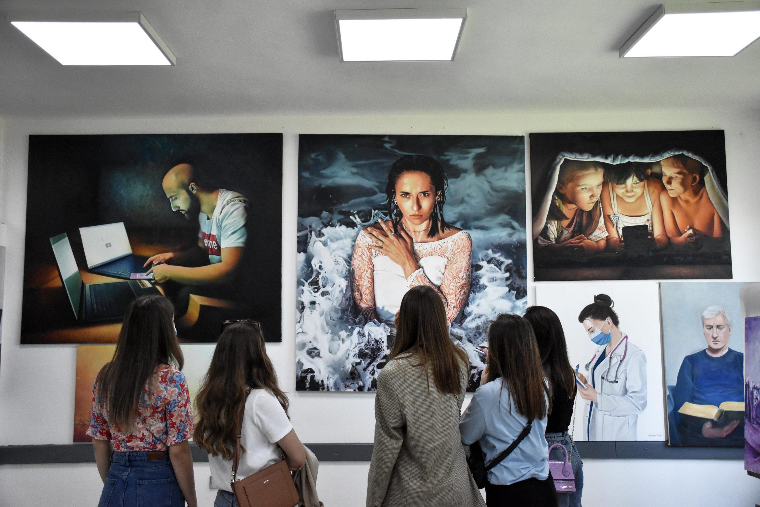 Në UT u hap ekspozita e studentëve të programit studimor të Artit Figurativ