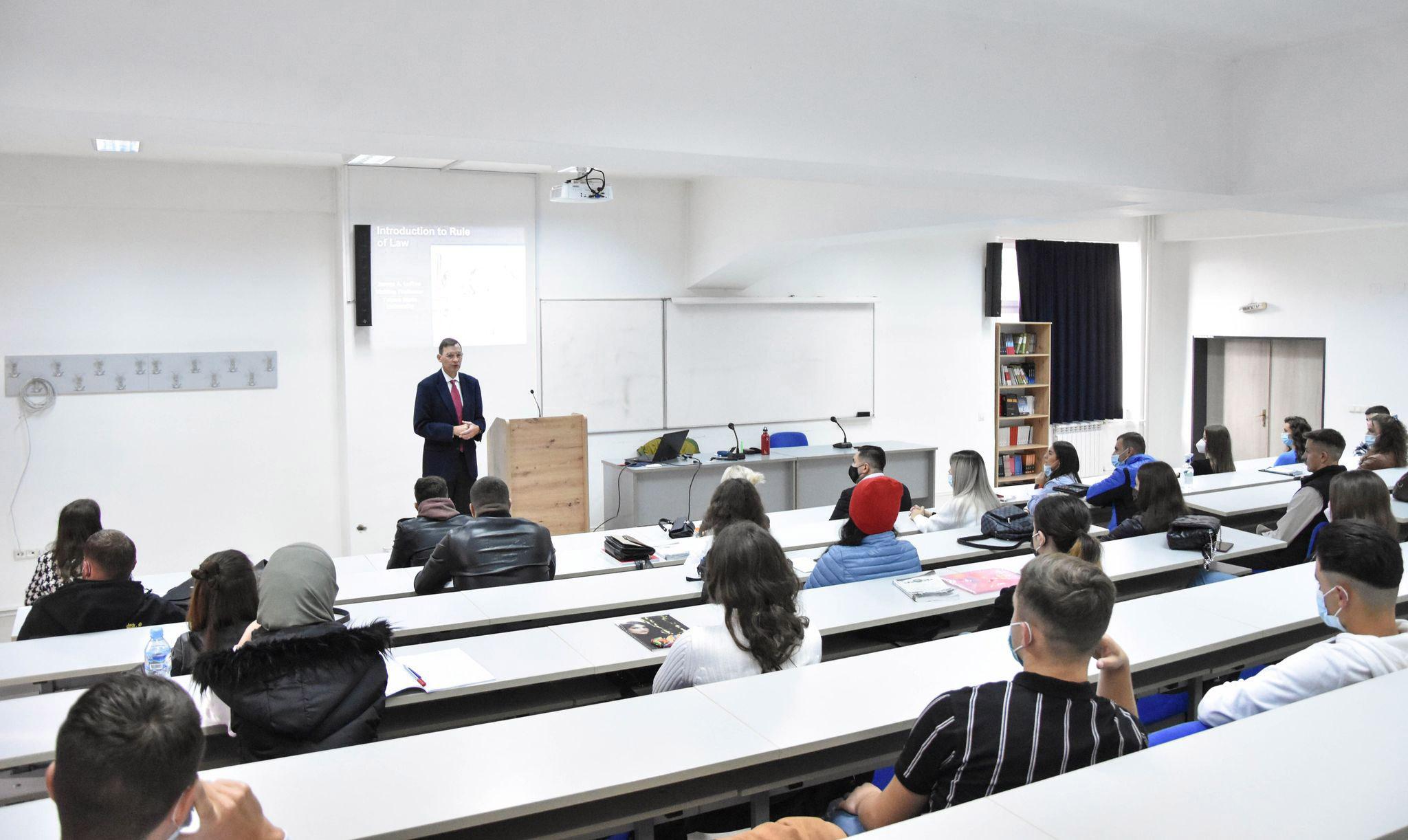 UT vazhdon bashkëpunimin e suksesshëm me profesorët amerikanë